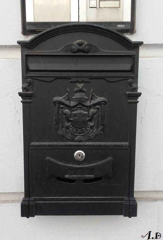 bratislava une boite aux lettres originale. Black Bedroom Furniture Sets. Home Design Ideas